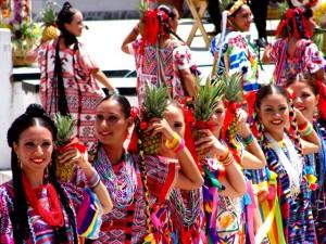 Mexiko - Schönheit im traditionellen Kostüm
