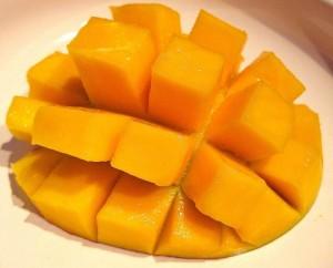 Eine aufgeschnittene Mango