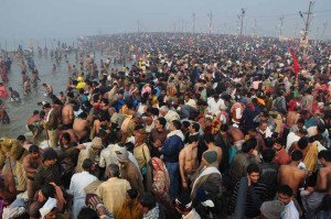 Millionen beim Kumbh Mela - Das Größte Bad der Welt