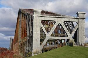 Pont de Quebec - Die Längste Fachwerkbrücke der Welt