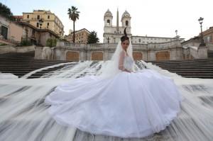Brautkleid mit der längsten Schleppe der welt, designed von  Gianni Molaro