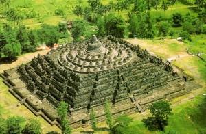 Der Borobudur Tempel in Indonesien aus der Luft