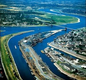 Teilansicht des größten Binnenhafen der Welt